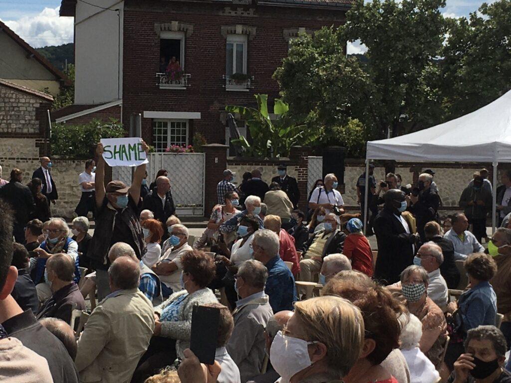 Présents en nombre sur le site de la cérémonie, les services de sécurité ont interpellé les manifestants très rapidement.